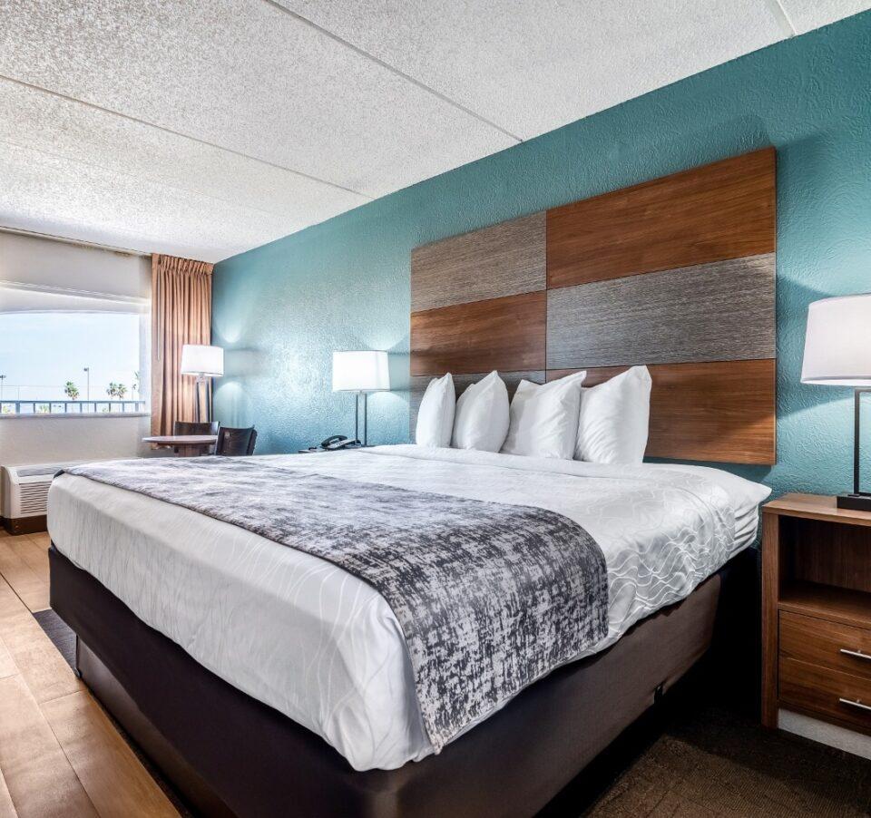 1 King Bed Ocean View